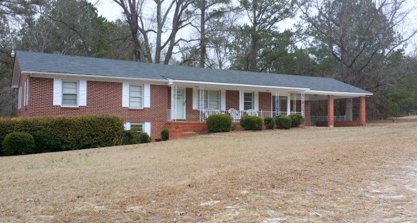 Country Home Near Cheraw Real Estate