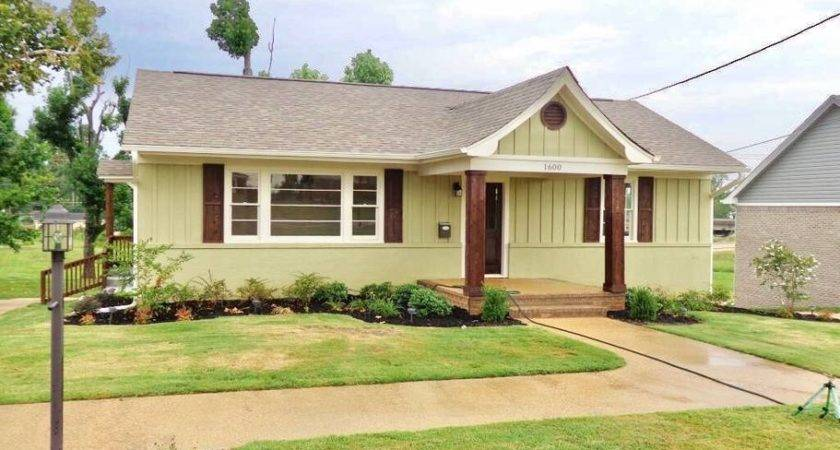 Cozy Bed Bath Located Heart Tupelo Houses