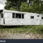 Old Vintage Abandoned Mobile Home Trailer House Camper Imagen