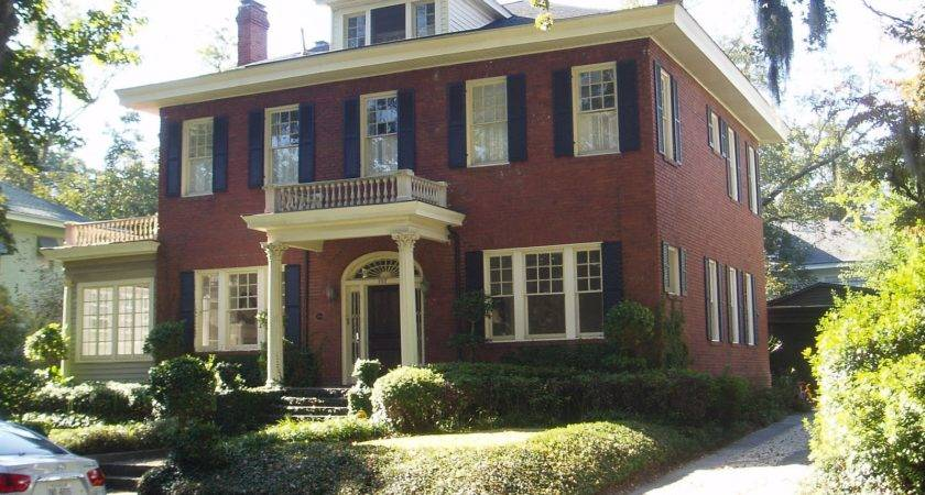 Oldfashioned Colonial House Savannah