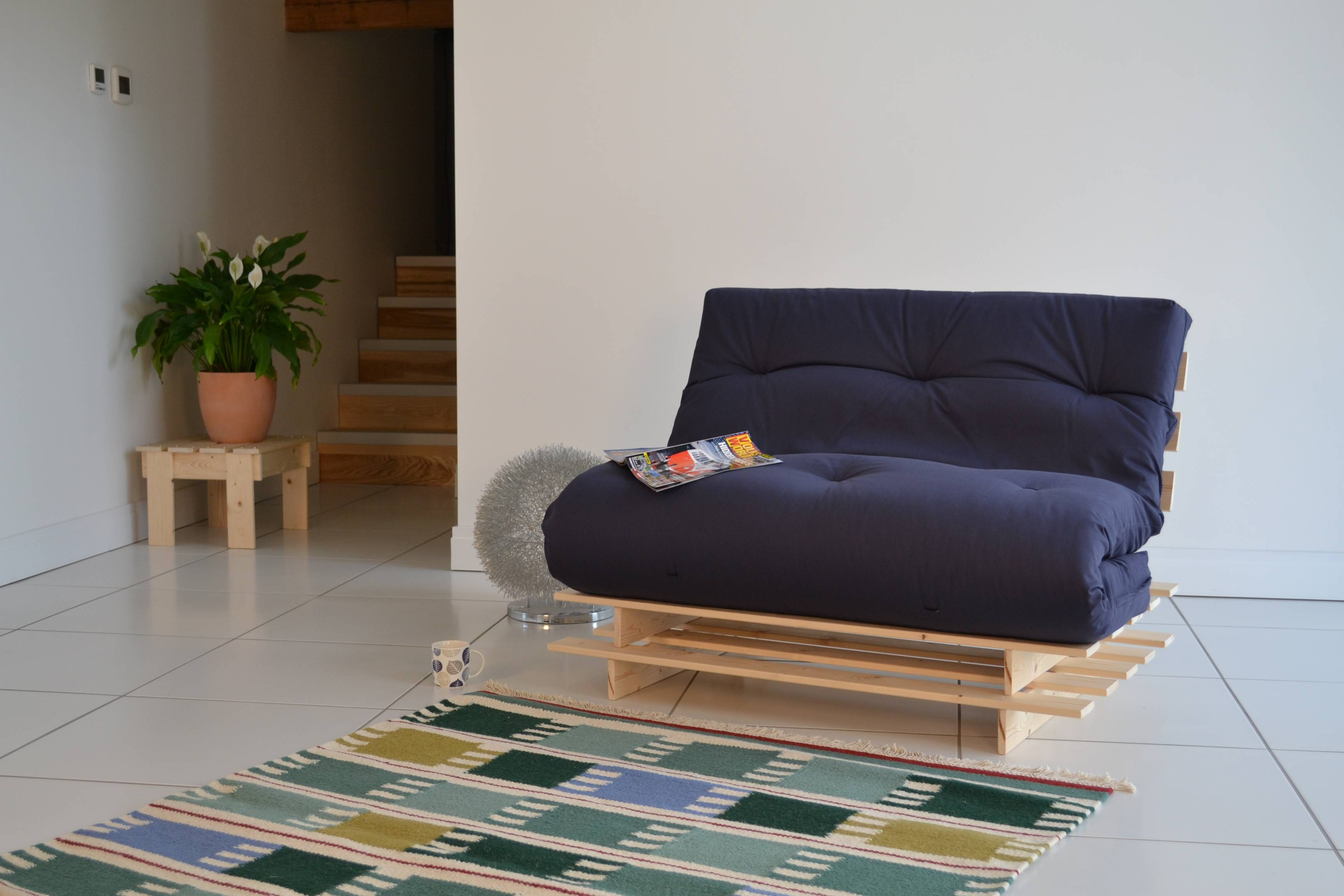 14 Surprisingly Small Futons For Small Spaces   Kaf Mobile ...