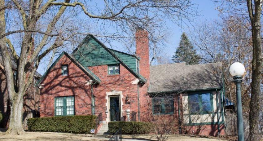 Warren Buffett Childhood Home Airbnb Mar